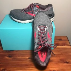 New Brooks Adrenaline  GTS 18 Pink and Gray Shoes